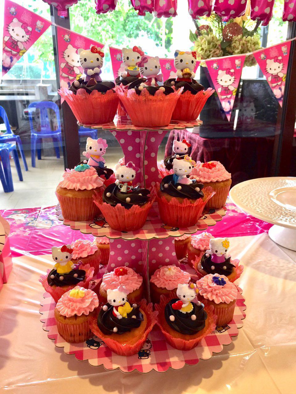 Hello Kitty Topper Cupcakes
