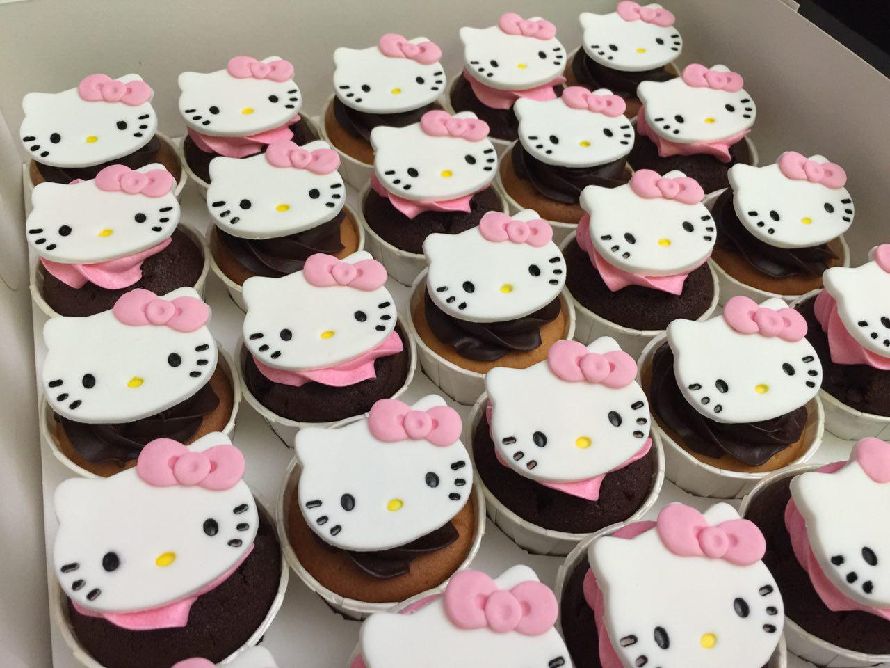 Hello Kitty Face Cupcakes