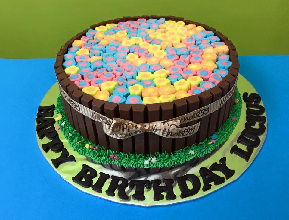 Kit Kat Marshmallow Cake